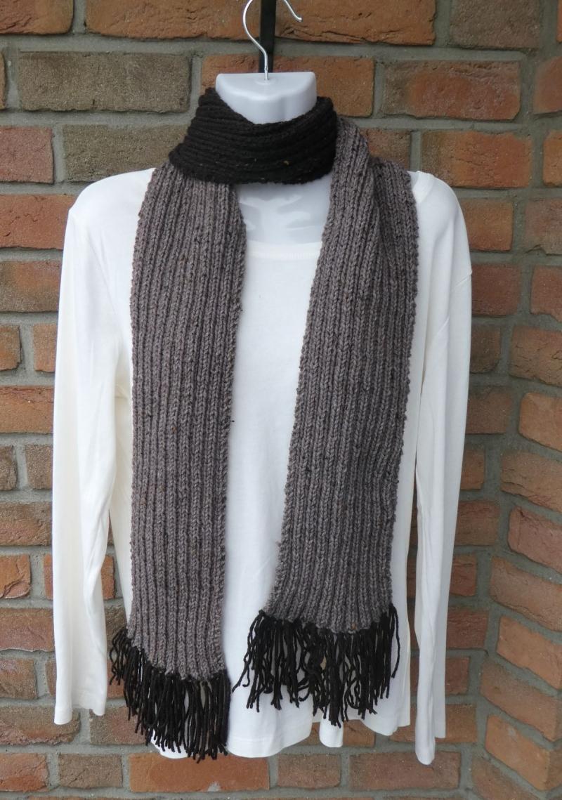 - gestrickter Schal mit Franseln (53% Acryl, 47% Wolle) - braun (Länge 186 cm) - gestrickter Schal mit Franseln (53% Acryl, 47% Wolle) - braun (Länge 186 cm)