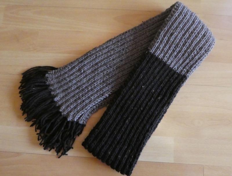Kleinesbild - gestrickter Schal mit Franseln (53% Acryl, 47% Wolle) - braun (Länge 186 cm)