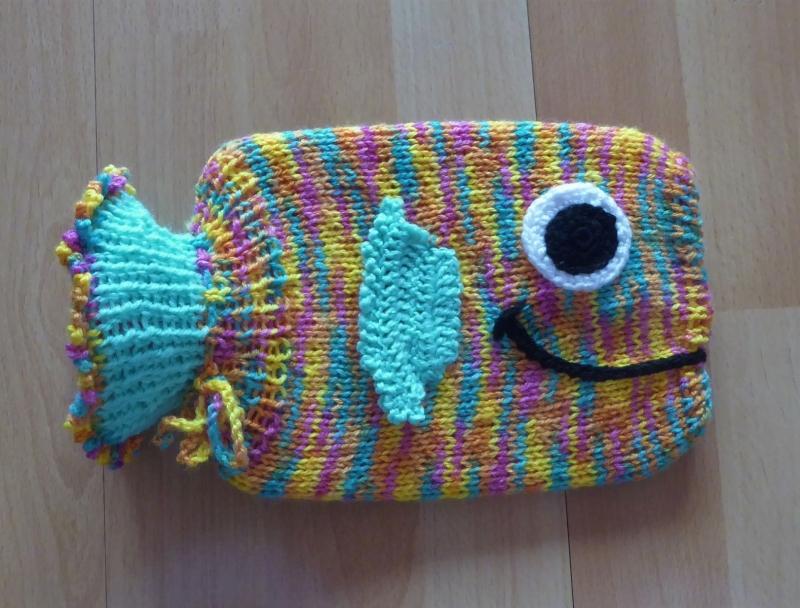 Kleinesbild - Gestrickter Wärmflaschenbezug inkl. Wärmflasche (klein) - Fisch