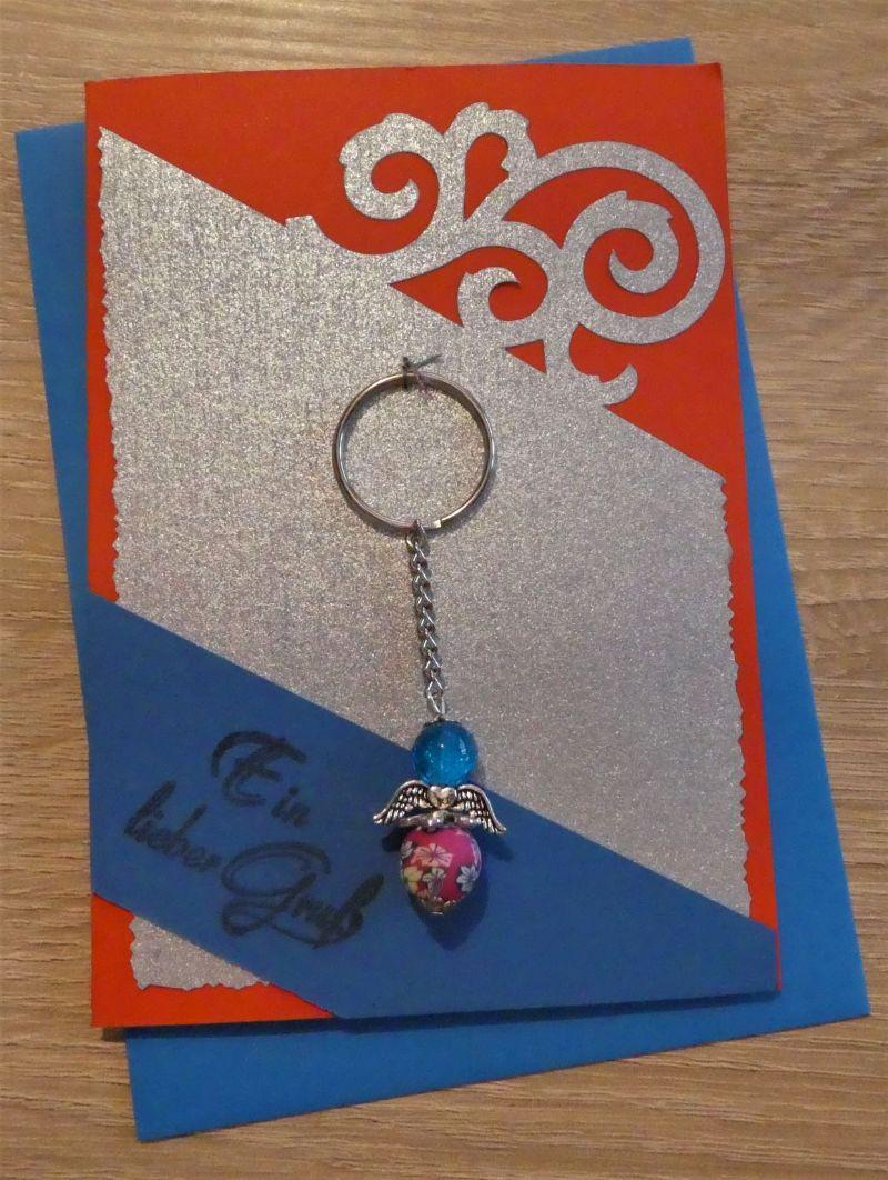 - Schlüsselanhänger Engel inkl. Grußkarte und Briefumschlag (rot/blau/silber) - Schlüsselanhänger Engel inkl. Grußkarte und Briefumschlag (rot/blau/silber)