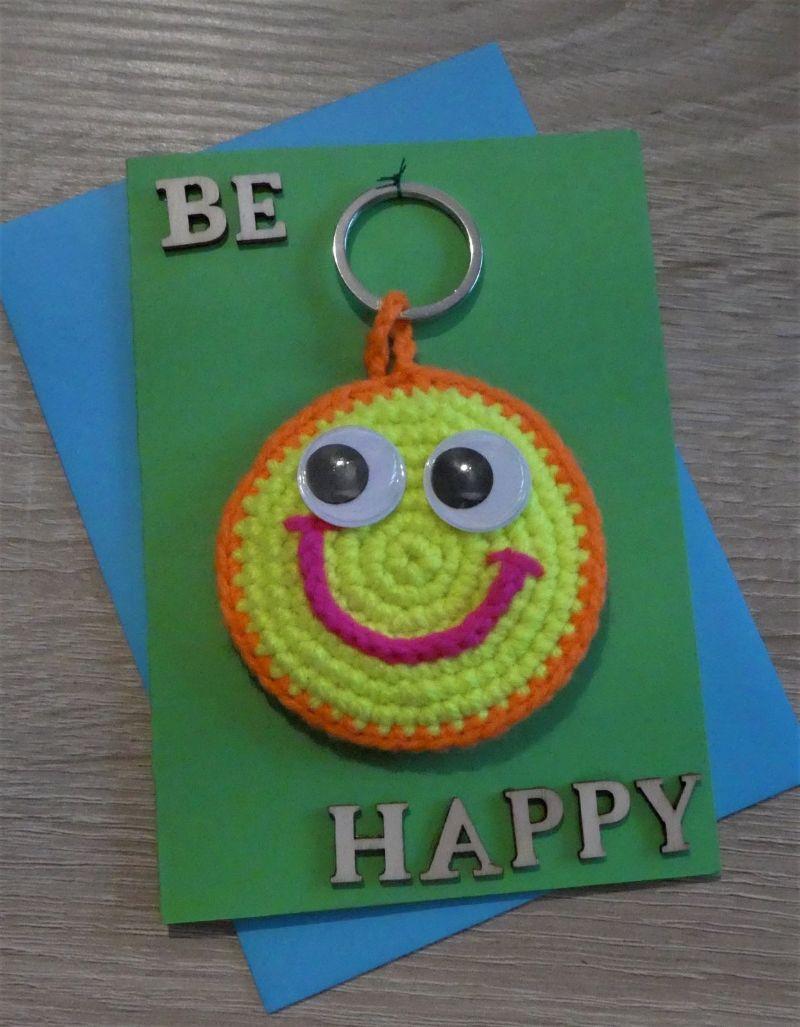 - Schlüsselanhänger / Taschenanhänger Smiley inkl. Grußkarte und Briefumschlag (neongelb/-orange/-pink und grün) - Schlüsselanhänger / Taschenanhänger Smiley inkl. Grußkarte und Briefumschlag (neongelb/-orange/-pink und grün)