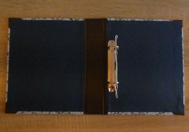 Kleinesbild - Handgefertigtes Ringbuch für DIN A5 aus Pappe, Papier und Buchleinen - blau, braun, grau