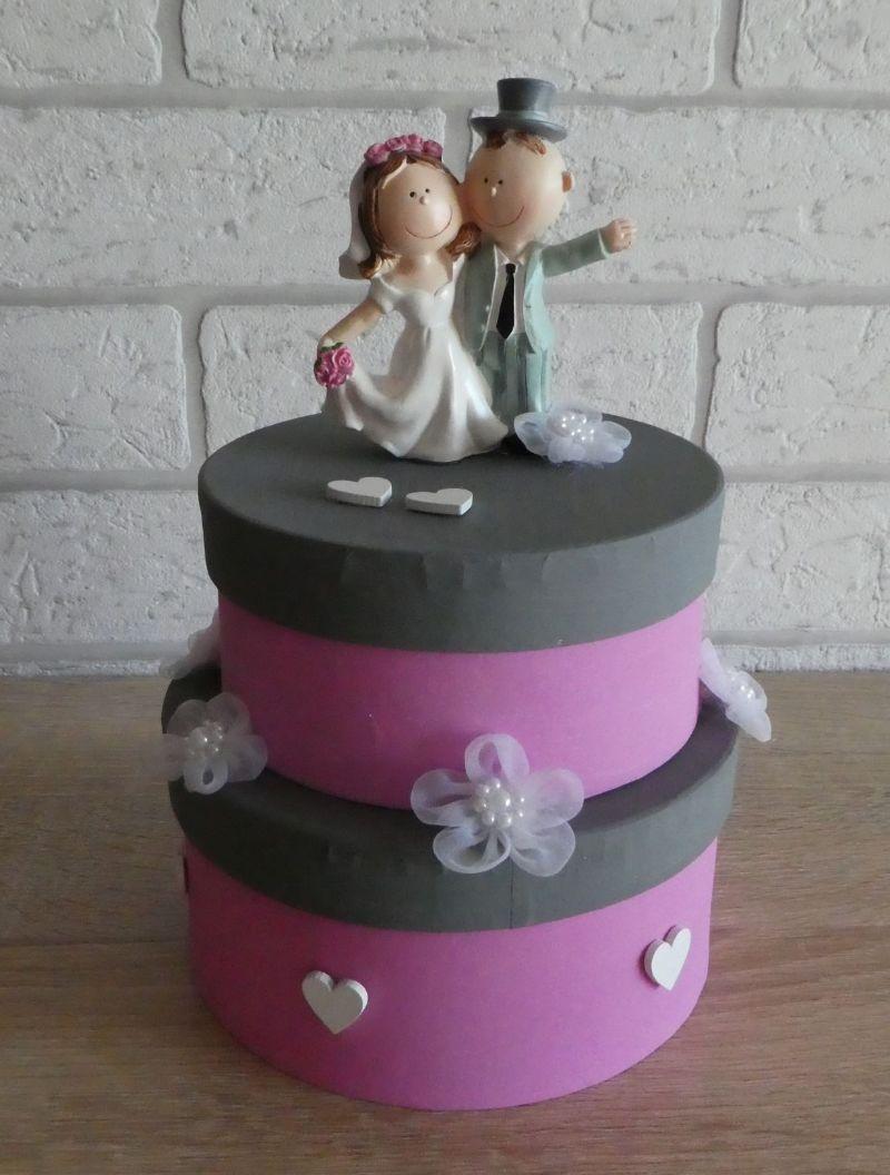 - Geldgeschenkverpackung zweistöckige Torte mit Brautpaar und Verzierungen (rosa/grau) - Geldgeschenkverpackung zweistöckige Torte mit Brautpaar und Verzierungen (rosa/grau)