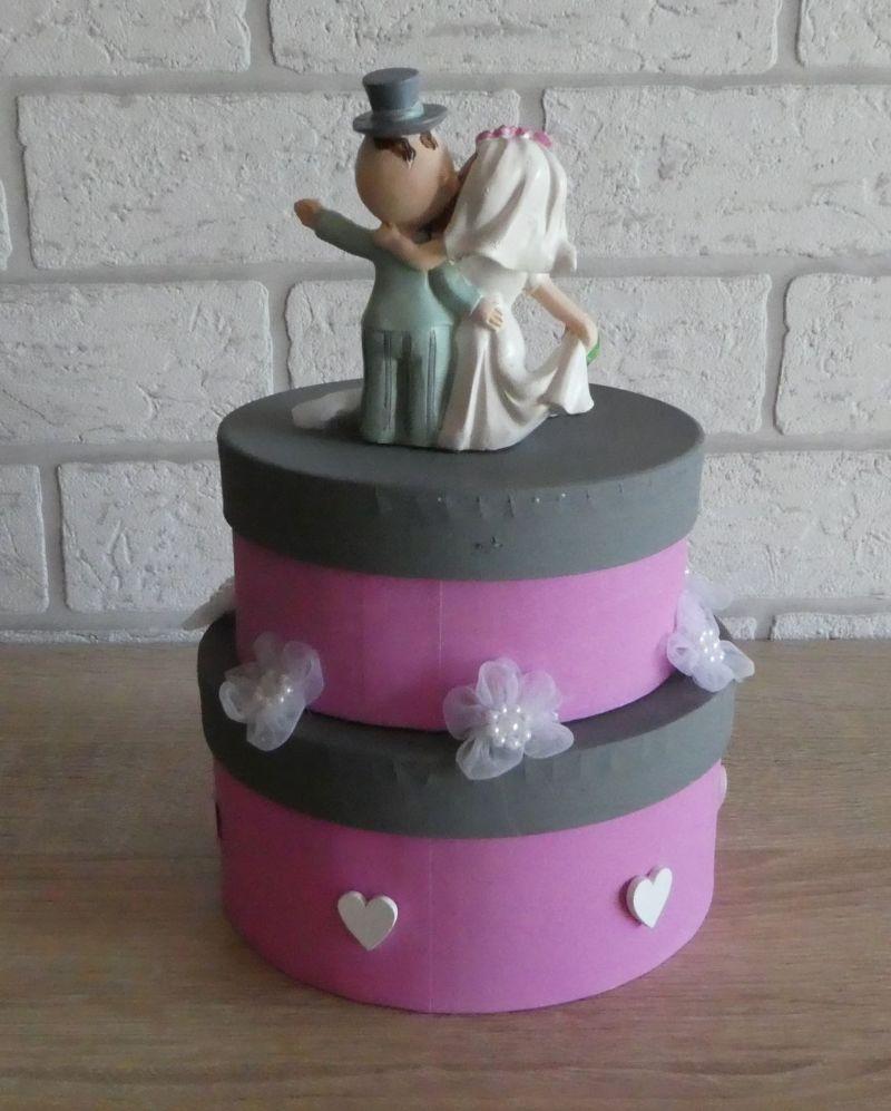 Kleinesbild - Geldgeschenkverpackung zweistöckige Torte mit Brautpaar und Verzierungen (rosa/grau)