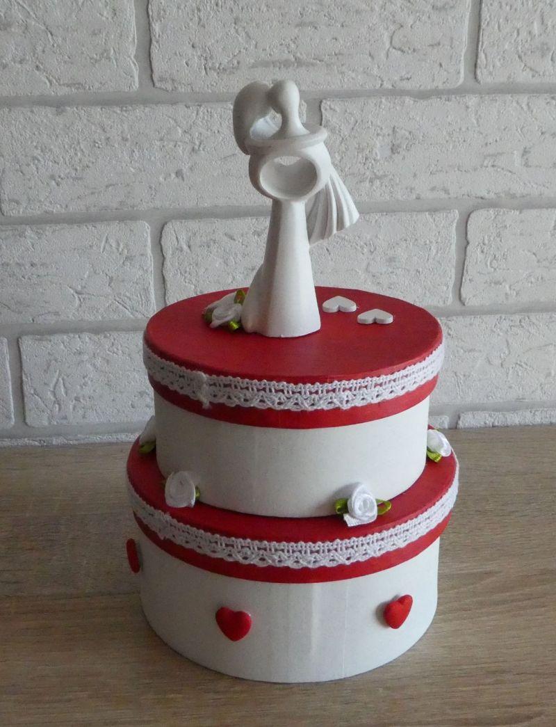 Kleinesbild - Geldgeschenkverpackung zweistöckige Torte mit Brautpaar und Verzierungen (rot/weiß)