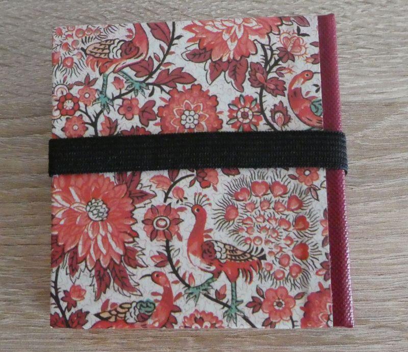 Kleinesbild - Hangefertigtes Haftnotizzettelbüchlein aus Papier und Buchleinen - Blumen und Vögel (rot-weiß-grün)