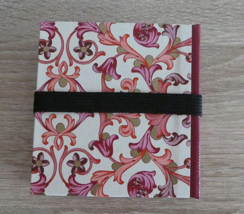 Kleinesbild - Hangefertigtes Haftnotizzettelbüchlein aus Papier und Buchleinen - Ornamente, Schmetterling (rosa, pink, weiß, gold, rot)