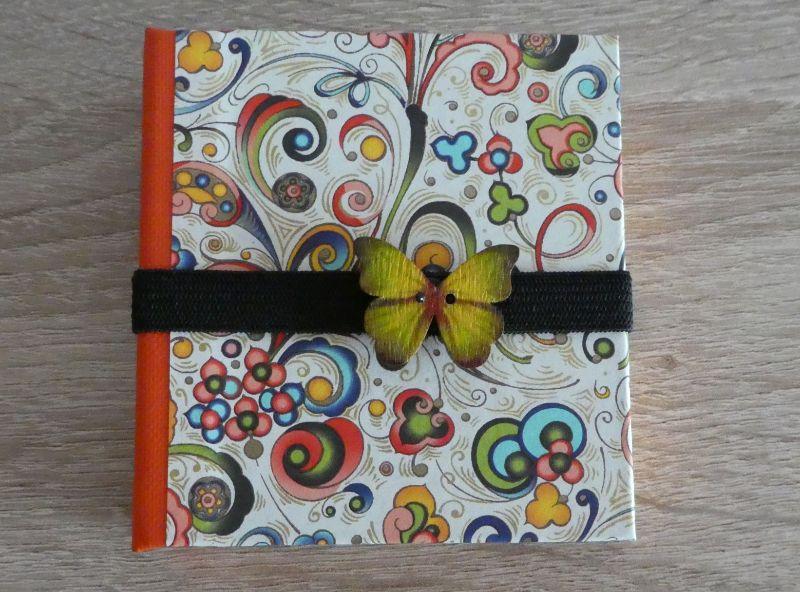- Hangefertigtes Haftnotizzettelbüchlein aus Papier und Buchleinen - bunt mit Schmetterling - Hangefertigtes Haftnotizzettelbüchlein aus Papier und Buchleinen - bunt mit Schmetterling