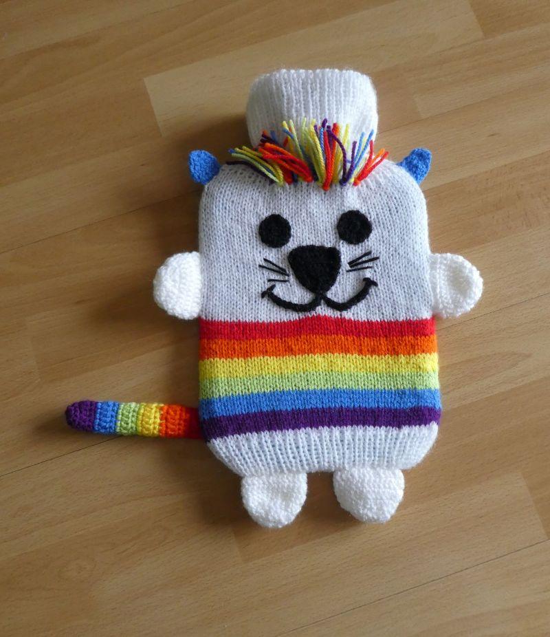 - Gestrickter Wärmflaschenbezug - Katze - Regenbogen - Gestrickter Wärmflaschenbezug - Katze - Regenbogen