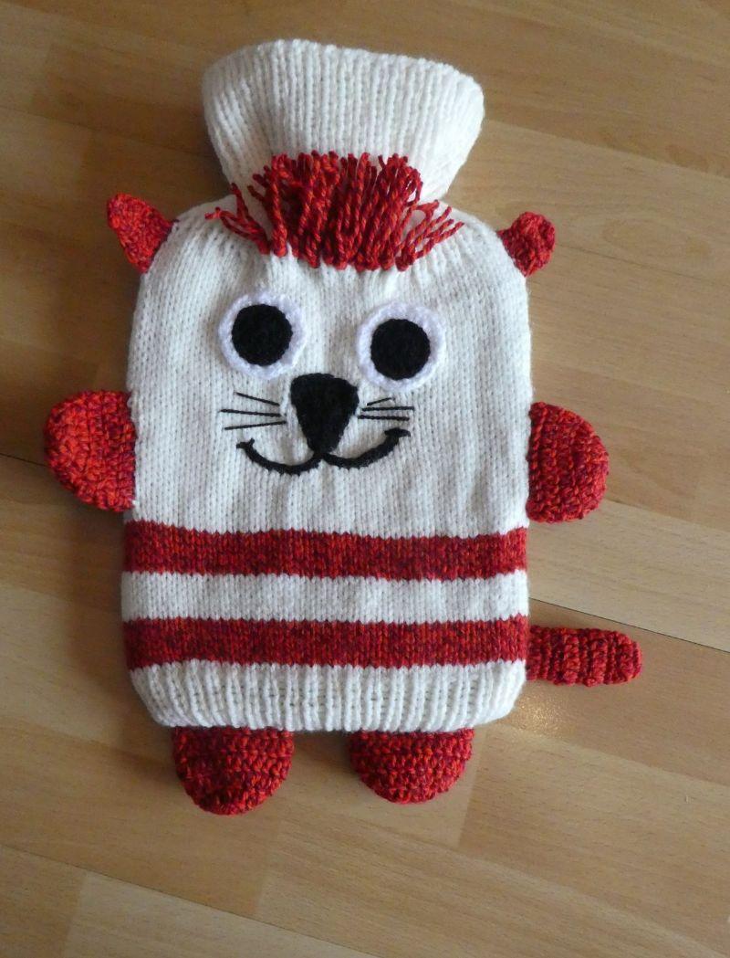 - Gestrickter Wärmflaschenbezug - Katze - wollweiß-rot - Gestrickter Wärmflaschenbezug - Katze - wollweiß-rot