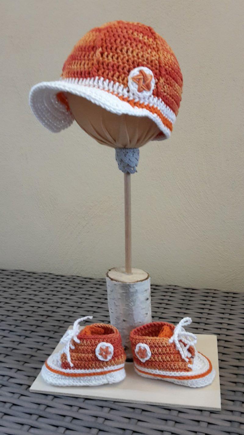 Kleinesbild - Gehäkelte Baby-Turnschuhe mit Basecap in orange - ca. 4 Monate