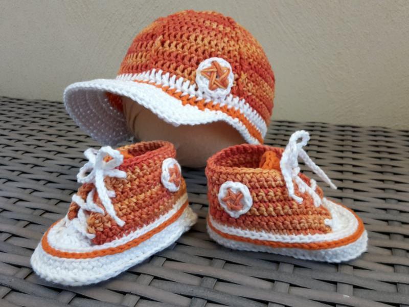 - Gehäkelte Baby-Turnschuhe mit Basecap in orange - ca. 4 Monate - Gehäkelte Baby-Turnschuhe mit Basecap in orange - ca. 4 Monate