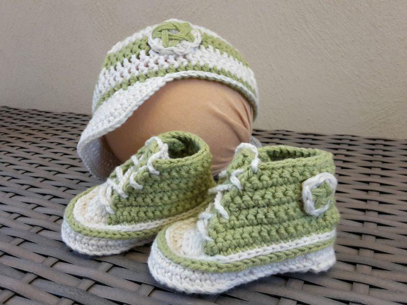 - Gehäkelte Baby-Turnschuhe mit Basecap in hellgrün-weiß - ca. 4 Monate - Gehäkelte Baby-Turnschuhe mit Basecap in hellgrün-weiß - ca. 4 Monate