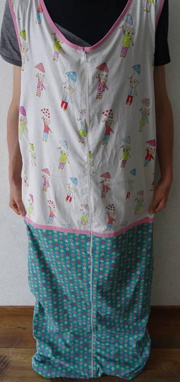 Kleinesbild - Schlafsack 130 cm für Kinder und Jugendliche mit Handicap. Der Schlafsack ist aus Baumwolle und warm gefüttert. Der Reißverschluss geht von oben bis zu den Füssen