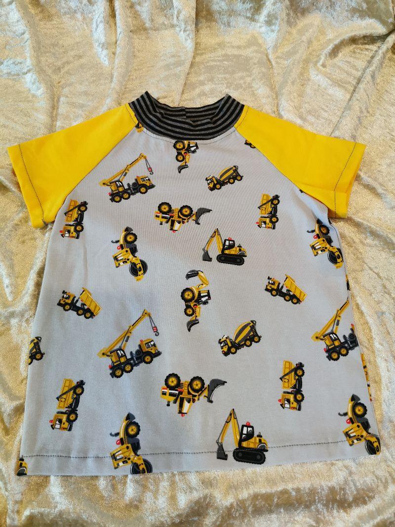 - T-Shirt ´Baustellenfahrzeuge´ Gr. 98/104 - T-Shirt ´Baustellenfahrzeuge´ Gr. 98/104