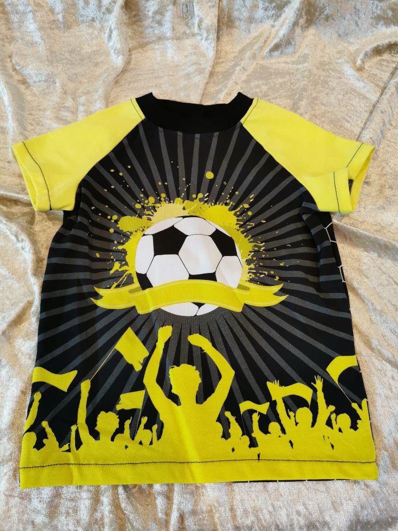 - T-Shirt ´Fußball´ Gr. 98/104 - T-Shirt ´Fußball´ Gr. 98/104