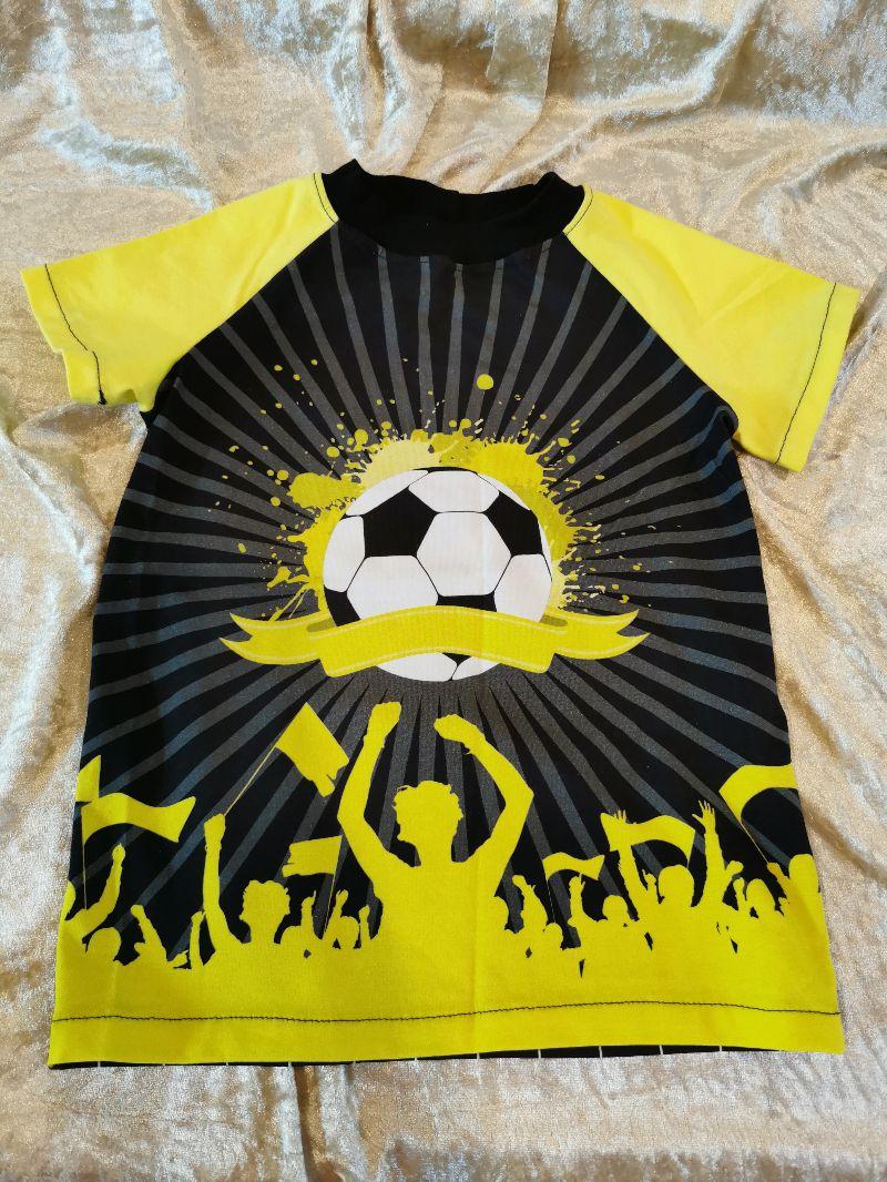 - T-Shirt ´Fußball´ Gr. 110/116 - T-Shirt ´Fußball´ Gr. 110/116