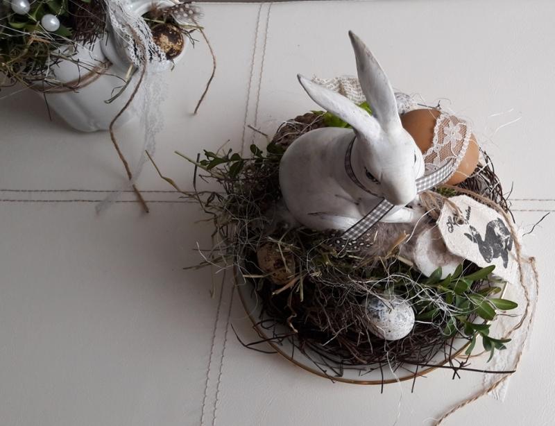 Anlasse Osterdeko Tischdeko Hase Sitzt Im Osternest Frohe Ostern