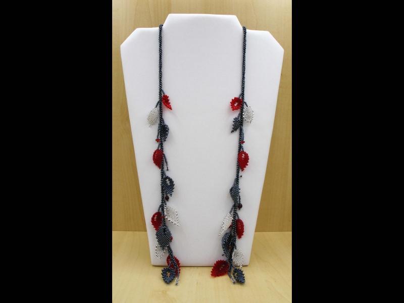 Kleinesbild - Blätterkette aus 2,3mm Rocailles lang; rot-silber-blutstein