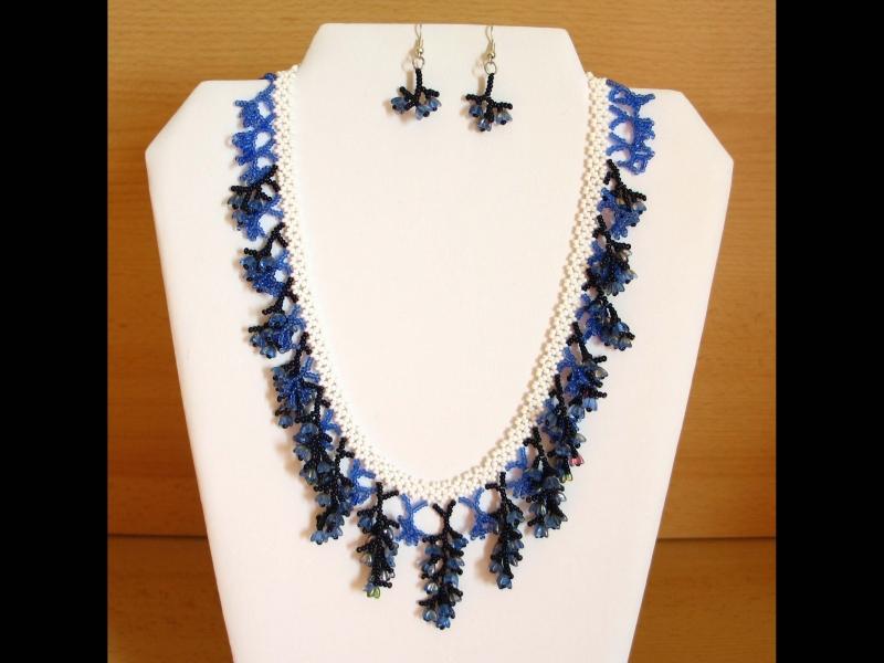- Korallencollier Set blau-weiß; Collier + Ohrringe - Korallencollier Set blau-weiß; Collier + Ohrringe