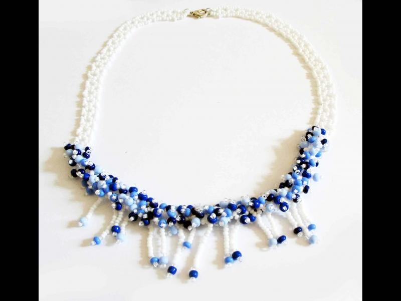 - 30% reduziert - Collier Perlenbank aus Rocailles; weiß-blau - 30% reduziert - Collier Perlenbank aus Rocailles; weiß-blau