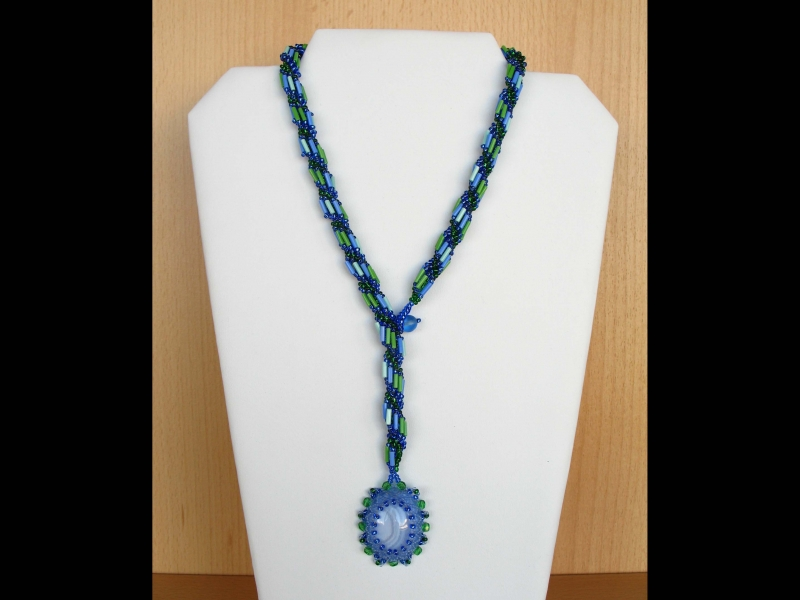 Kleinesbild - Spiralkette mit Chalcedon Cabochon; blau-grün