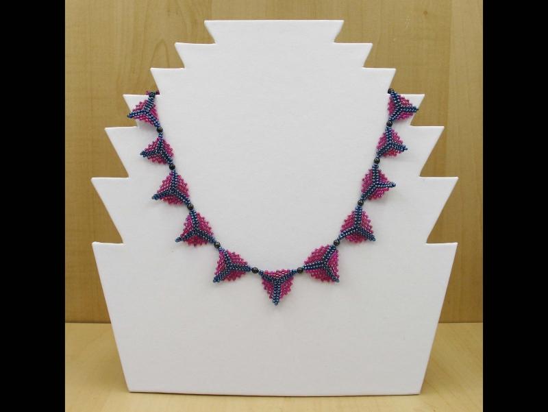 Kleinesbild - Peyote-Dreiecke; Schmuckset aus Rocailles und Glasperlen; Kette + Ohrringe; himbeer-blutstein