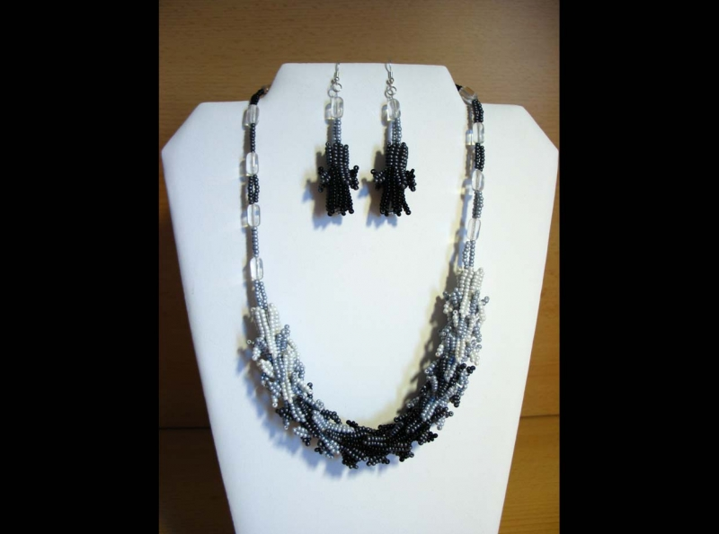 - Schmuckset Zauberflöte; Kette + Ohrringe; grau-silber-schwarz - Schmuckset Zauberflöte; Kette + Ohrringe; grau-silber-schwarz
