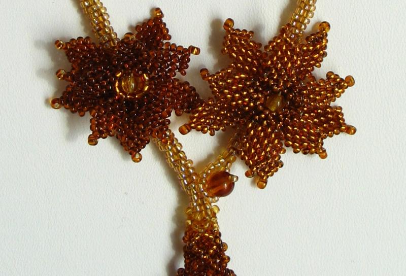 Kleinesbild - Kette mit Blüten und Fransen aus Rocailles und Glasperlen; braun-gold