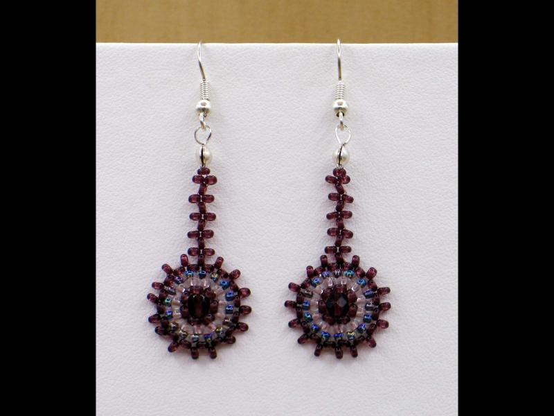 - Ohrringe mit Kreisen aus Rocailles & Glasperlen in amethyst Farben - Ohrringe mit Kreisen aus Rocailles & Glasperlen in amethyst Farben