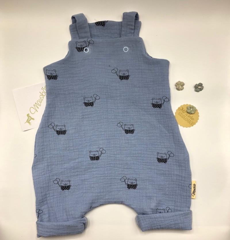 - Latzhose, Jumpsuit, Babydress, Jumper, Happy Bär, hellblau, Größe 56/62 von Mausbär - Latzhose, Jumpsuit, Babydress, Jumper, Happy Bär, hellblau, Größe 56/62 von Mausbär
