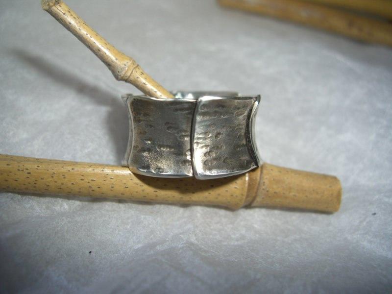 - ausgefallener Bandring - ausgefallener Bandring
