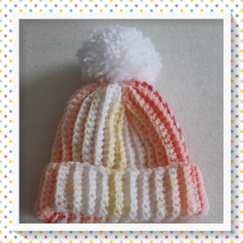 - Kleine Mütze für das neugeborene Baby in orange-gelb-rot mit Bommel,gehäkelt im Rippenmuster,Größe ca. 50-62/68  - Kleine Mütze für das neugeborene Baby in orange-gelb-rot mit Bommel,gehäkelt im Rippenmuster,Größe ca. 50-62/68