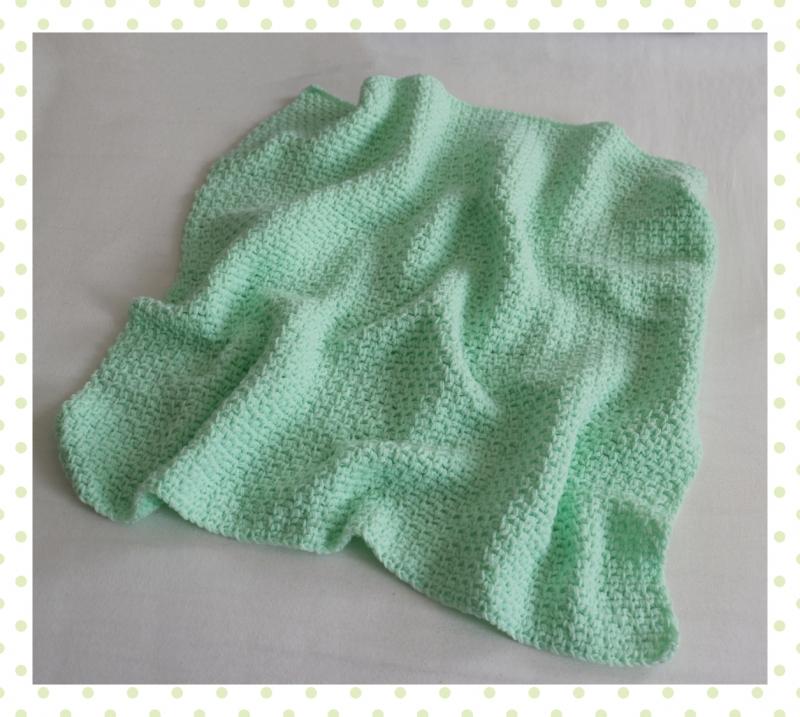 Kleinesbild - Babydecke zum Kuscheln mir gehäkeltem Muster in hellgrün, handgefertigt, Unikat, Schmusedecke zum verlieben
