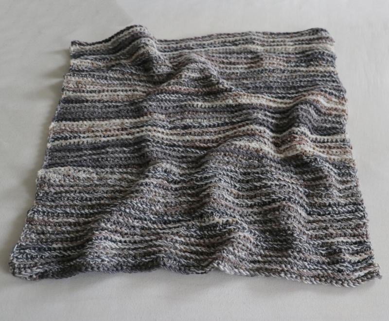 Kleinesbild - Babydecke zum Kuscheln mir gehäkeltem Muster in grau, handgefertigt, Unikat, Schmusedecke zum verlieben