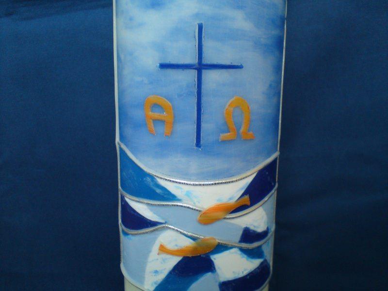 Kleinesbild - Taufkerze, verziert mit einem Kreuz und Fischen
