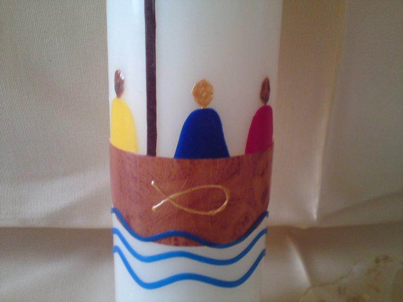 Kleinesbild - Taufkerze mit Kreuz und Boot - alle gemeinsam - groß