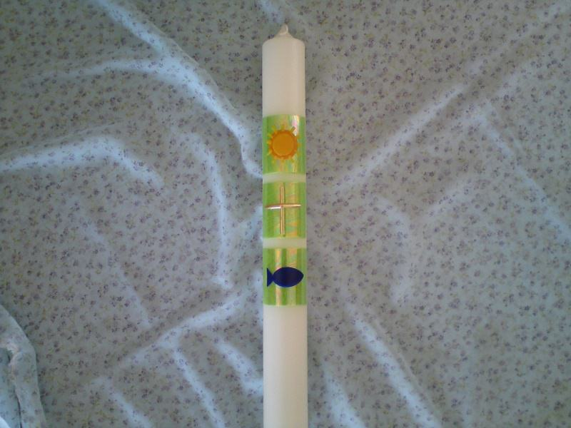 - Taufkerze mit christlichen Symbolen auf grünen Quadraten - Taufkerze mit christlichen Symbolen auf grünen Quadraten