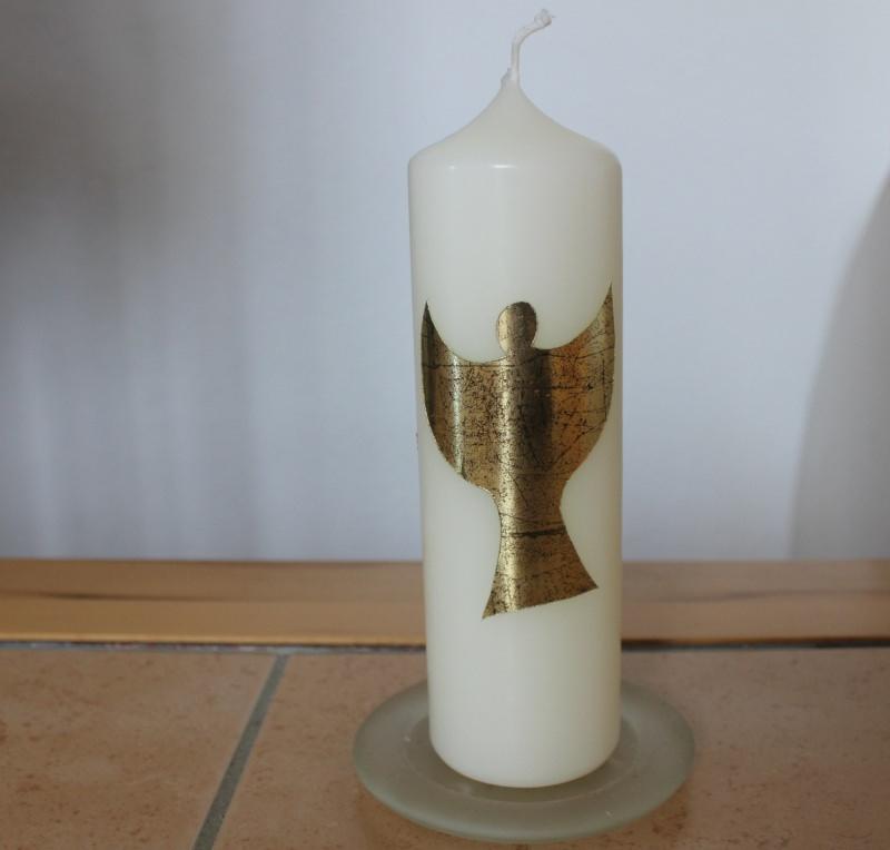 - Schlichte Kerze mit Psalmspruch und goldfarbenem Engel - Schlichte Kerze mit Psalmspruch und goldfarbenem Engel