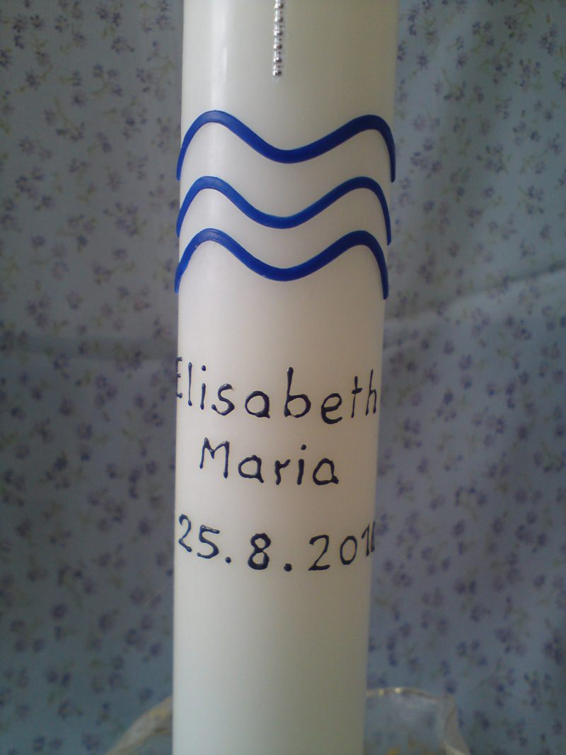 Kleinesbild - Taufkerze verziert mit klassischen Symbolen in den Farben Blau und Silber