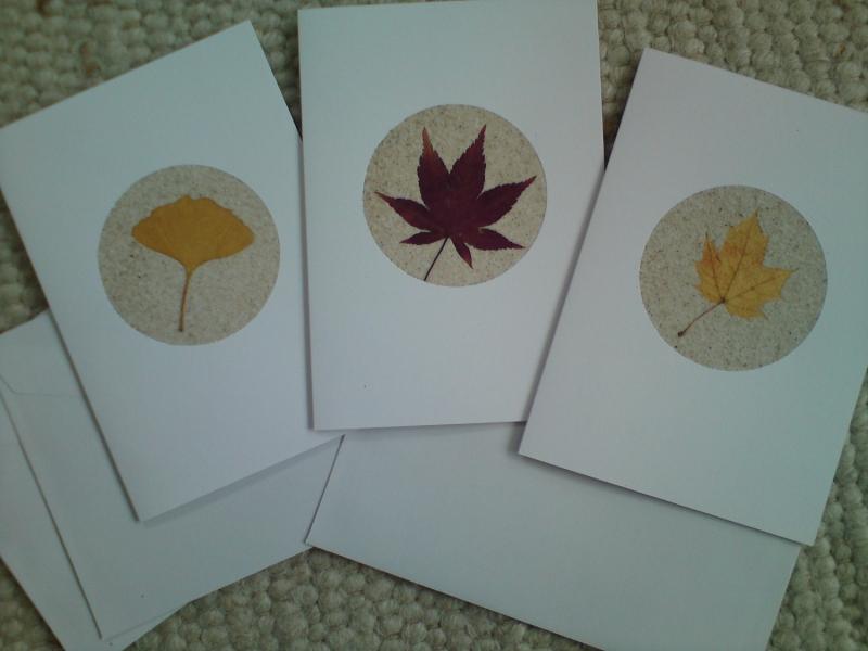 - Herbstliche Grußkarten mit Pflanzen und Sand, Sandkarten kaufen - Herbstliche Grußkarten mit Pflanzen und Sand, Sandkarten kaufen