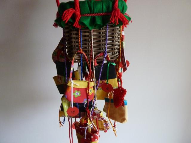 Kleinesbild - Adventskalender mit Körbchen, als Fesselballon gearbeitet