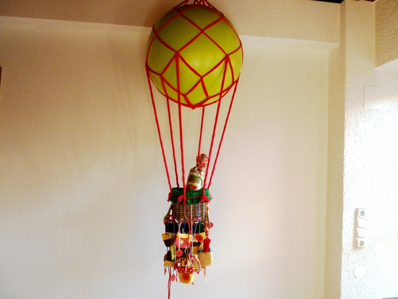 - Adventskalender mit Körbchen, als Fesselballon gearbeitet - Adventskalender mit Körbchen, als Fesselballon gearbeitet