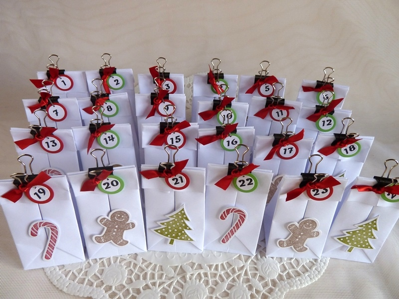 - Adventskalender hergestellt aus 24 kleinen Falttütchen - Adventskalender hergestellt aus 24 kleinen Falttütchen