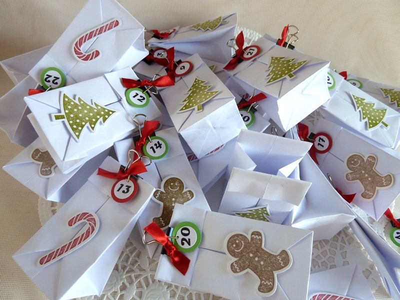 Kleinesbild - Adventskalender hergestellt aus 24 kleinen Falttütchen