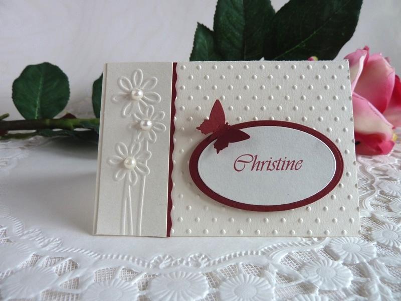 - Tischkarte/Platzkarte zur Hochzeit in weinrot/perlweiß mit Namen *von IdeenOase* - Tischkarte/Platzkarte zur Hochzeit in weinrot/perlweiß mit Namen *von IdeenOase*