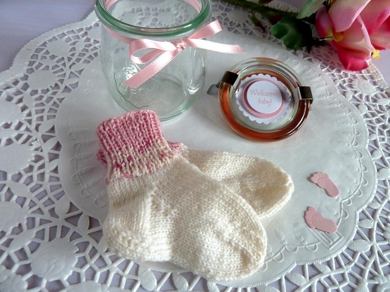 Kleinesbild -  Babysöckchen / Erstlingssöckchen in  rosa/weiß im Glas *von IdeenOase*