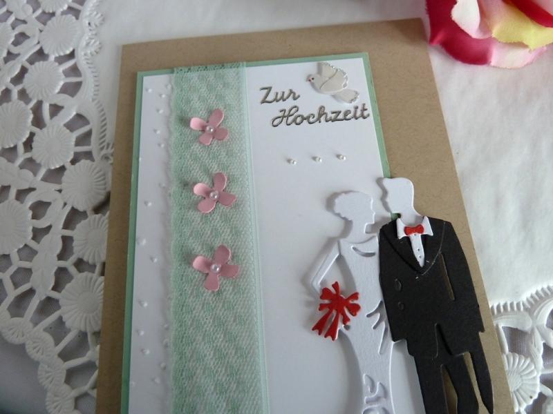 Kleinesbild - Edle Hochzeitskarte mit Brautpaar und Spitze, Taube, Perlen und Blüten