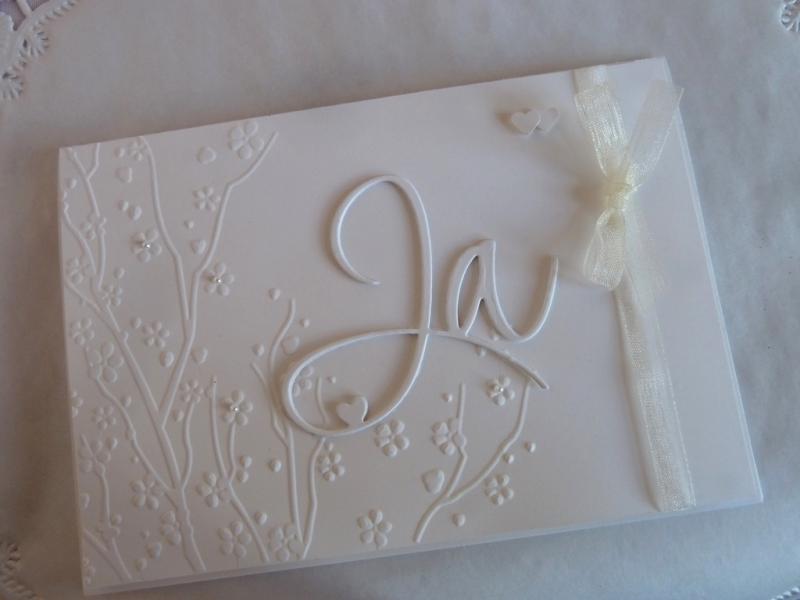 Kleinesbild - Edle Hochzeitskarte in weiß mit Prägung, Ja-Schriftzug und Perlen