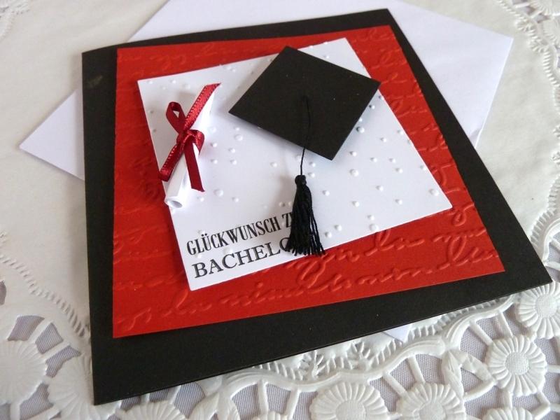 Kleinesbild - Glückwunschkarte zum Bachelor, mit Doktorhut und Schriftrolle